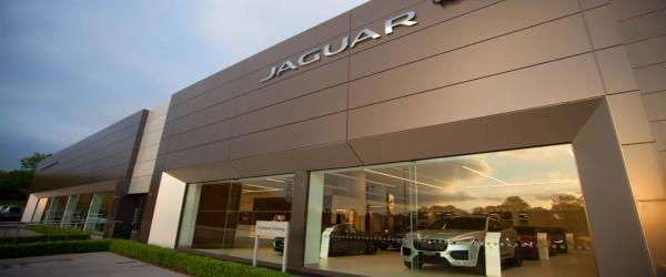 New Jaguar Land Rover 'State of the Art' Dealership In West London